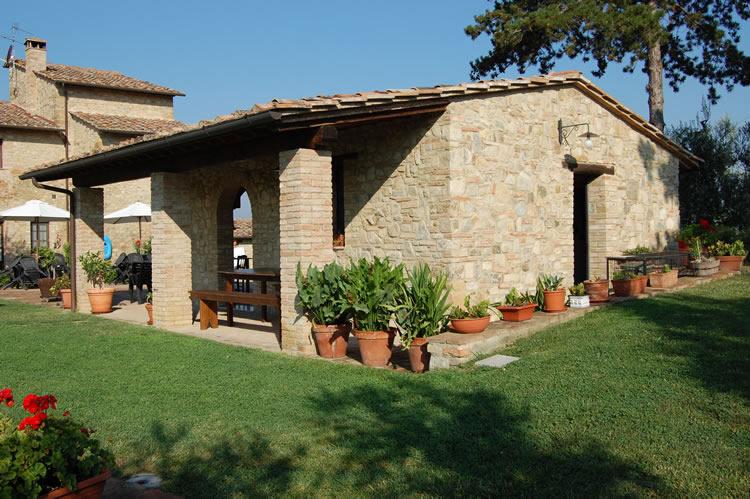 Farmhouse with swimming pool tuscany farmhouse with for Farmhouse with swimming pool